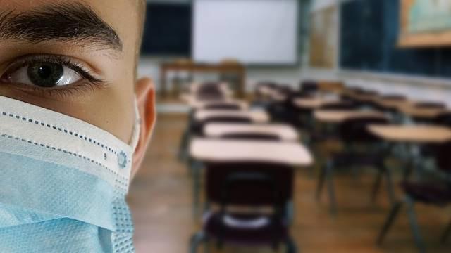 Bez pleksiglasa, 10 učenika po učionici, maske i dezinfekcija...