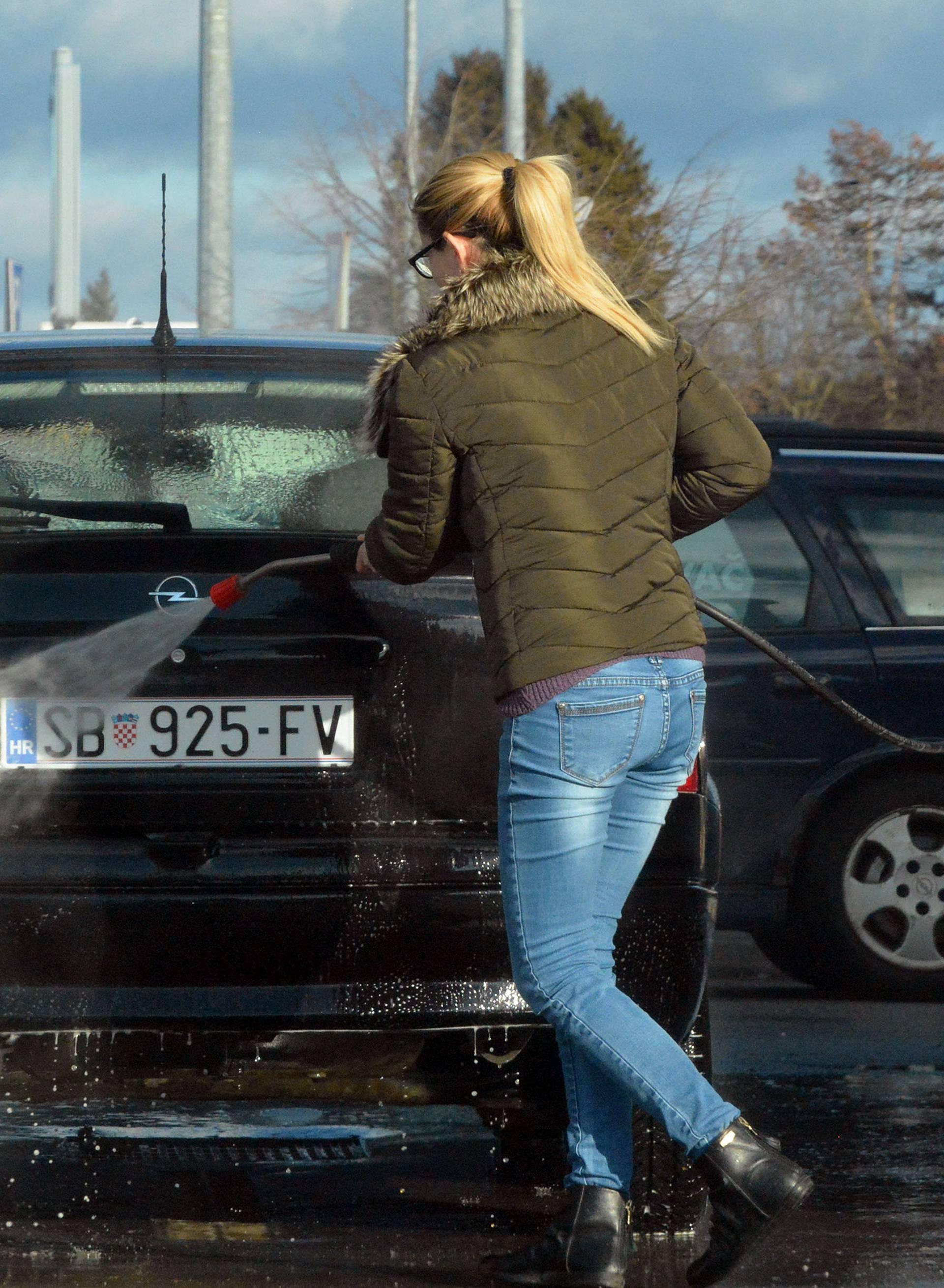 Ovako ćete najbolje oprati svoj auto nakon duge i hladne zime