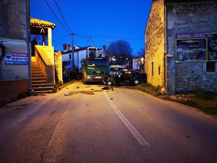 Muškarac teško ozlijeđen kod Vrsara: Oba vozača bila pijana