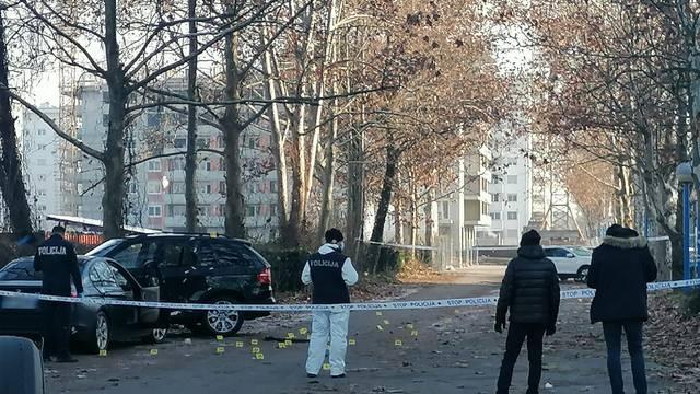 Muškarca i ženu napali puškom i pištoljem dok su čekali policiju