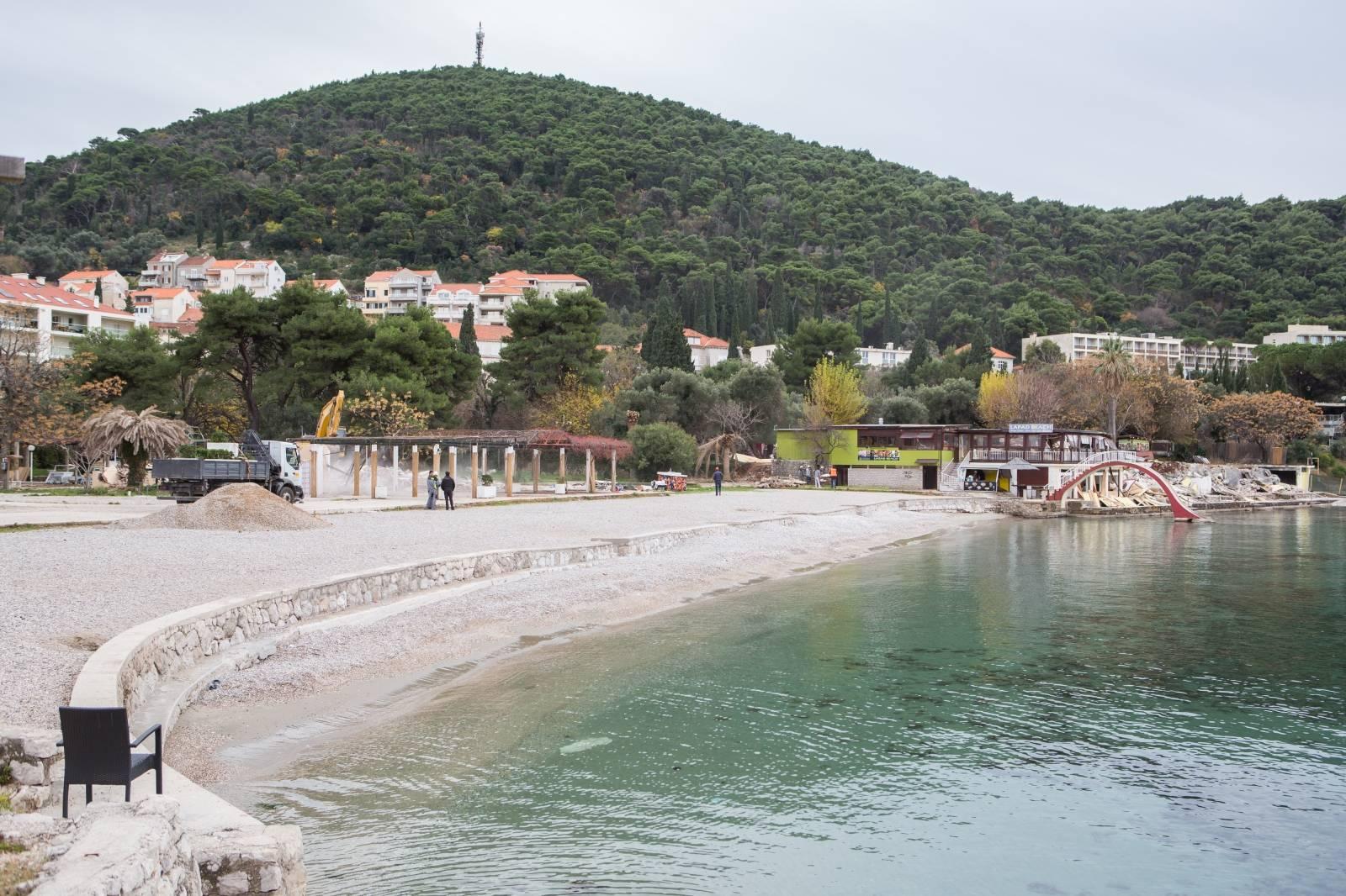 Fekalije na plaži: Ubacili stalak za bicikle u sustav pa izazvali prelijevanje kanalizacije u more