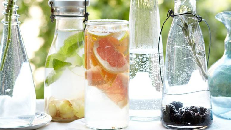 Aromatiziranu vodu pripremite od finog voća, povrća i začina