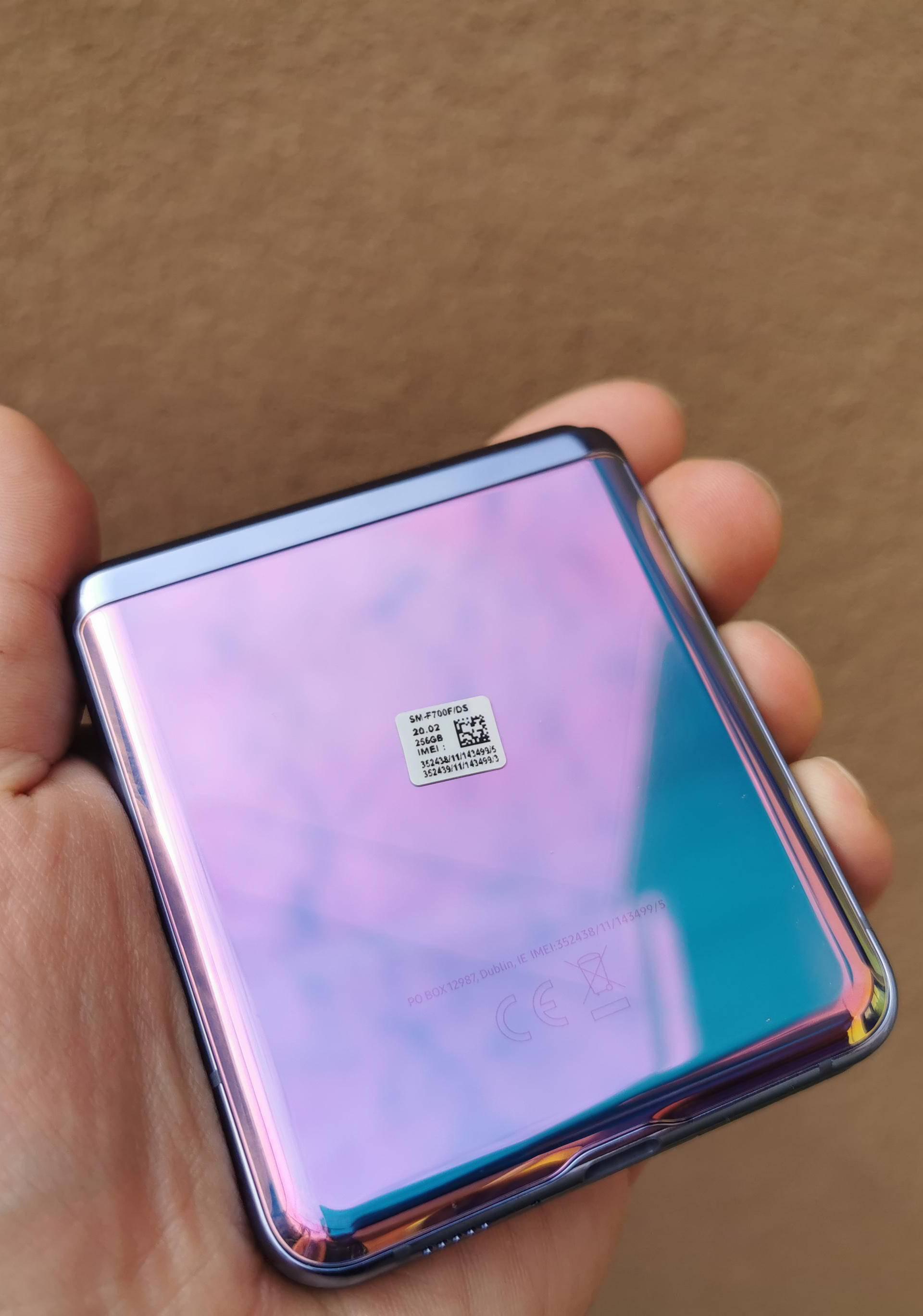 Kao da je iz SF filma: Isprobali smo futuristički Galaxy Z Flip
