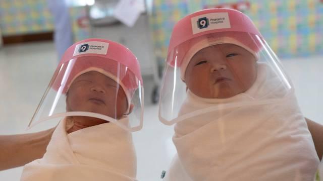 Tajland: Novorođene bebe dobile vizire i raznježile svijet