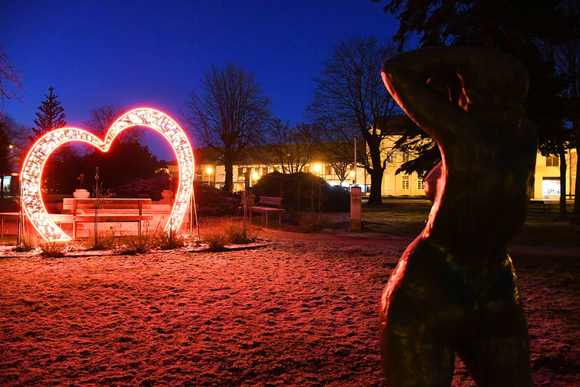 Kako romantično: Koprivnica je sva zasjala u znaku ljubavi...