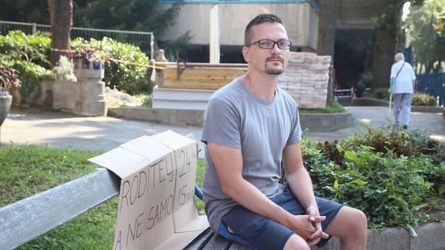 Zagreb: Ivan Pokupec i dalje prosvjeduje ispred bolnice u Klaićevoj