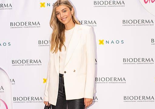 Mia Matić ima odličnu proljetnu kombinaciju: Bijeli sako i kožne hlače na trendi outdoor sandale