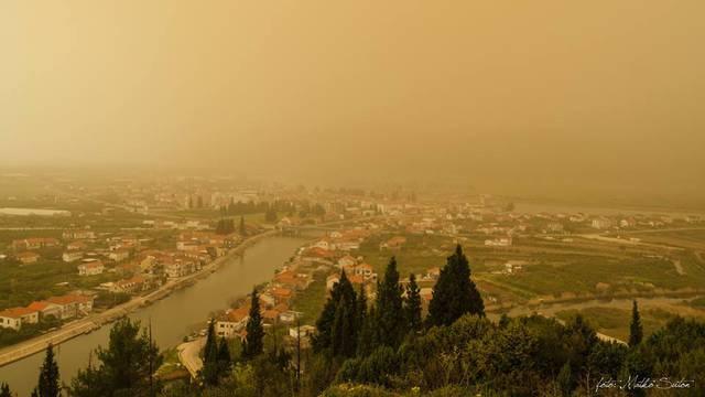 Zažutjela se Dalmacija: Nije apokalipsa, već pada pijesak