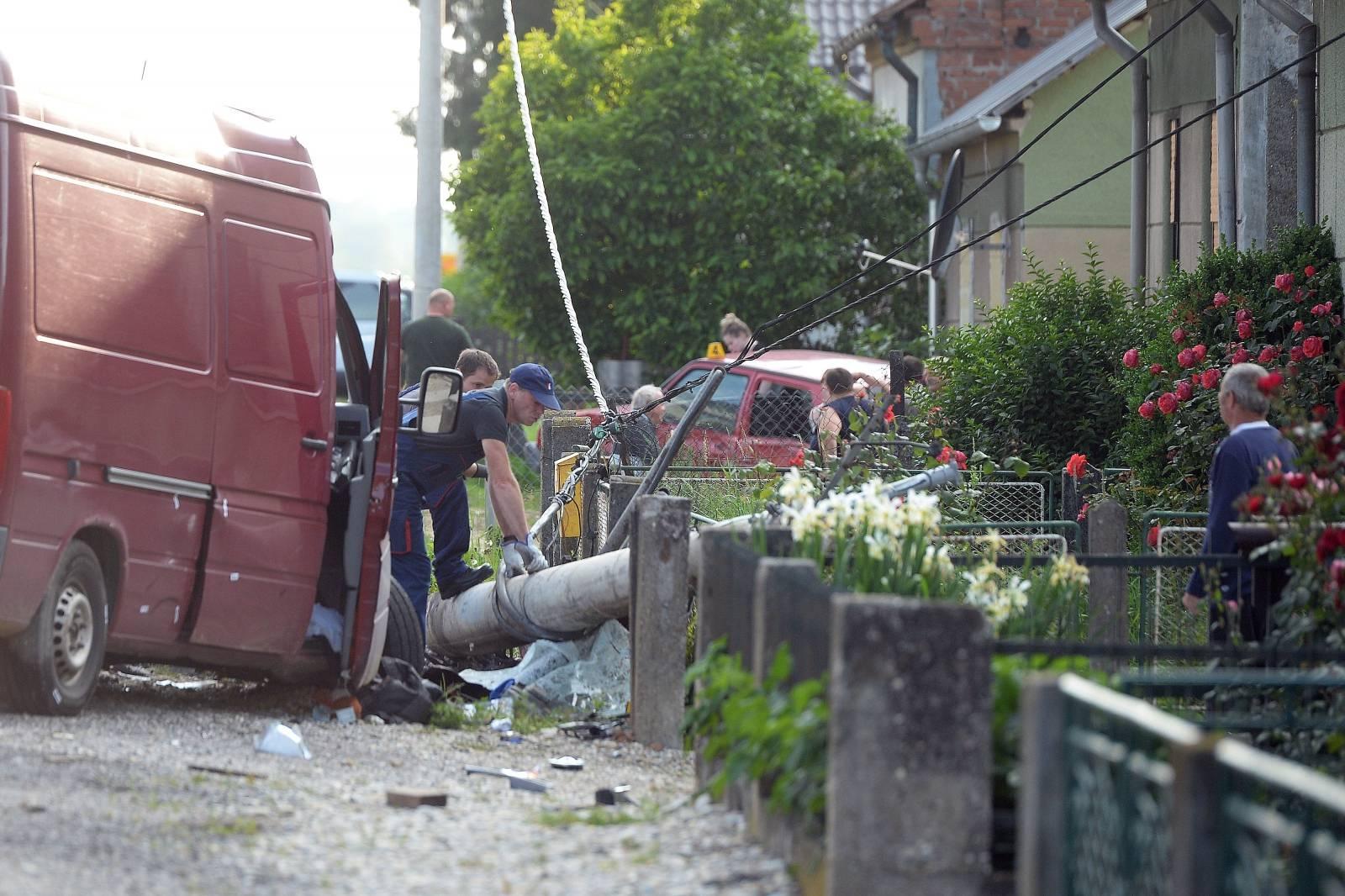 Trnovec: Jedna osoba smrtno stradala u nesreći između kombija i tri automobila