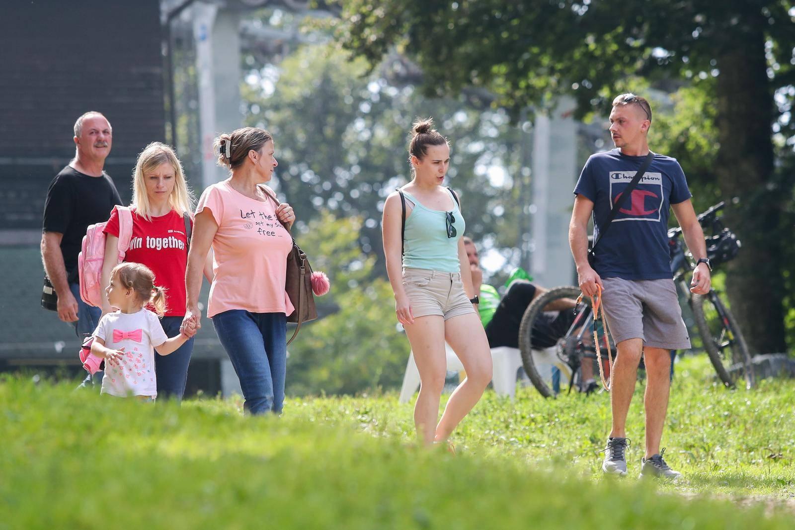 Zagreb: Građani proveli nedeljno prijepode na Sljemenu