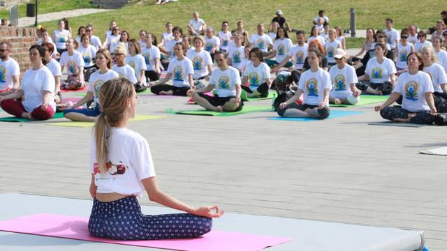 Beograd: NA Kalemegdanu obilježen Međunarodni dan joge