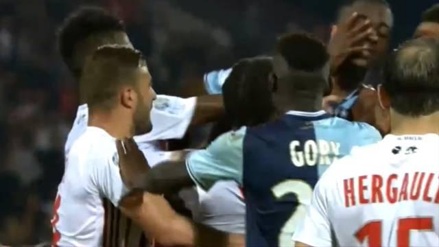 Kaos u Francuskoj: Čudni penal i tučnjava, 4 crvena kartona...