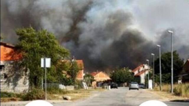 Požar kod Kistanja još nisu lokalizirali, ali ga kontroliraju