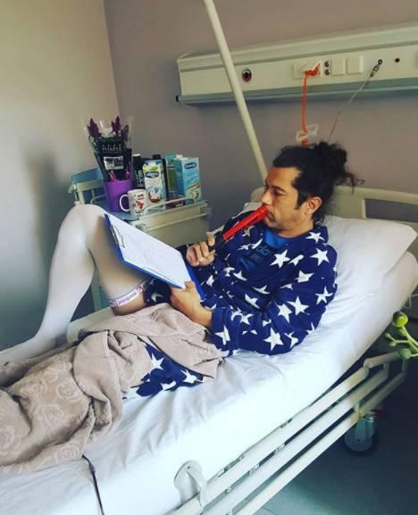 Komičar Petreković je završio u bolnici: Operirali su mu nogu
