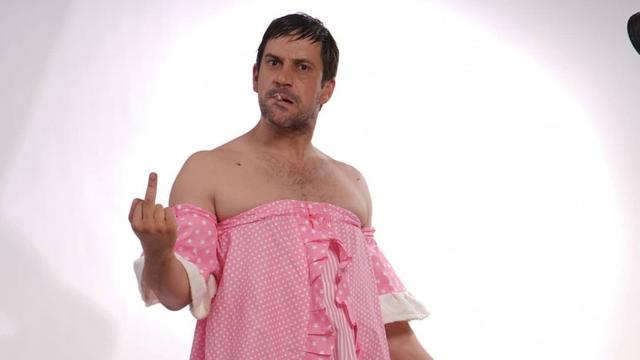 Goran Bogdan podržao kolegice i fotografirao se u rozoj haljini: 'Nisam tražila, što nije jasno?'