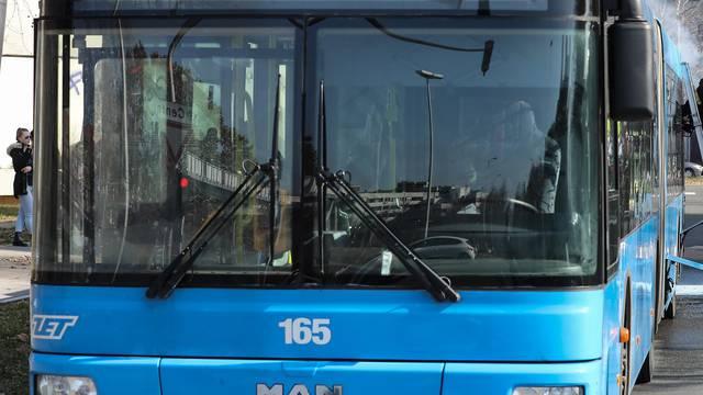 Zagreb: Vatrogasci ugasili požar na autobusu ZET-a na izlasku iz naselja Dugave