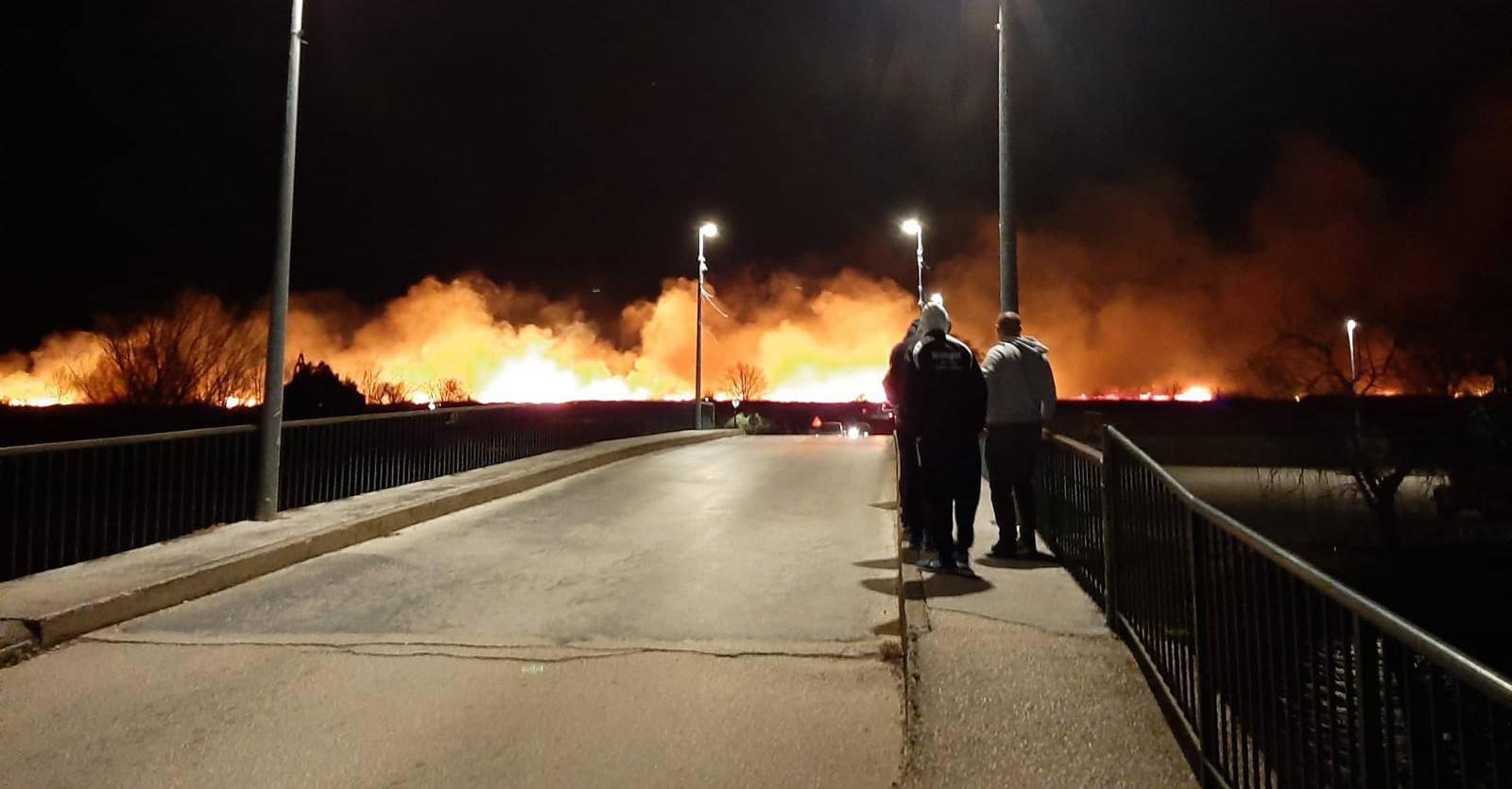 Borili se s vjetrom: Vatrogasci ugasili požar kod Metkovića...