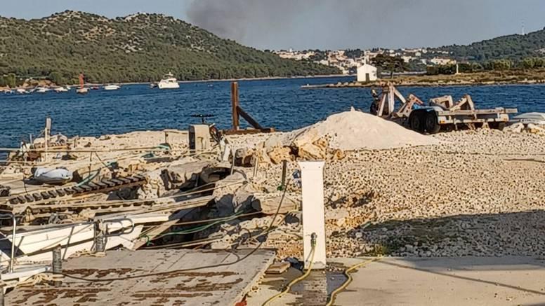 Požar kod Biograda: Gasila ga dva kanadera, lokalizirali su ga