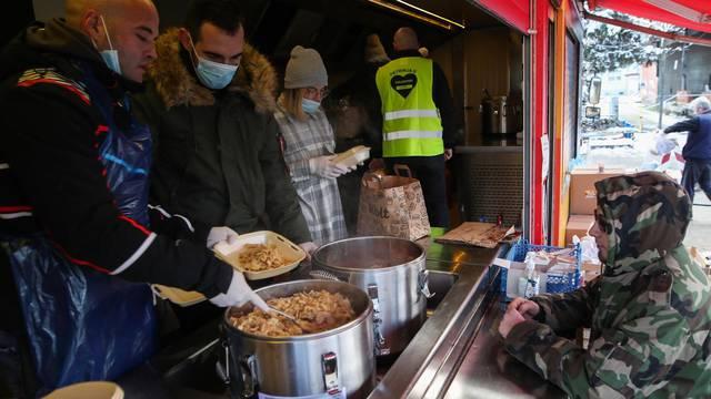 Petrinja: Kuharima volonterima danas je zadnji dan kako kuhaju stradalima u potresu