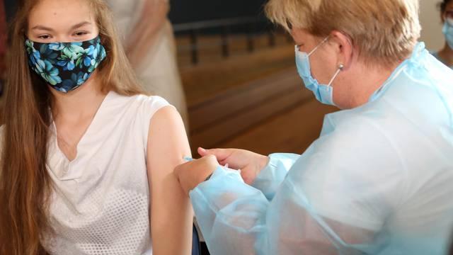 Britanski medicinski savjetnici preporučili cjepivo protiv korone djeci od 12 do 15 godina