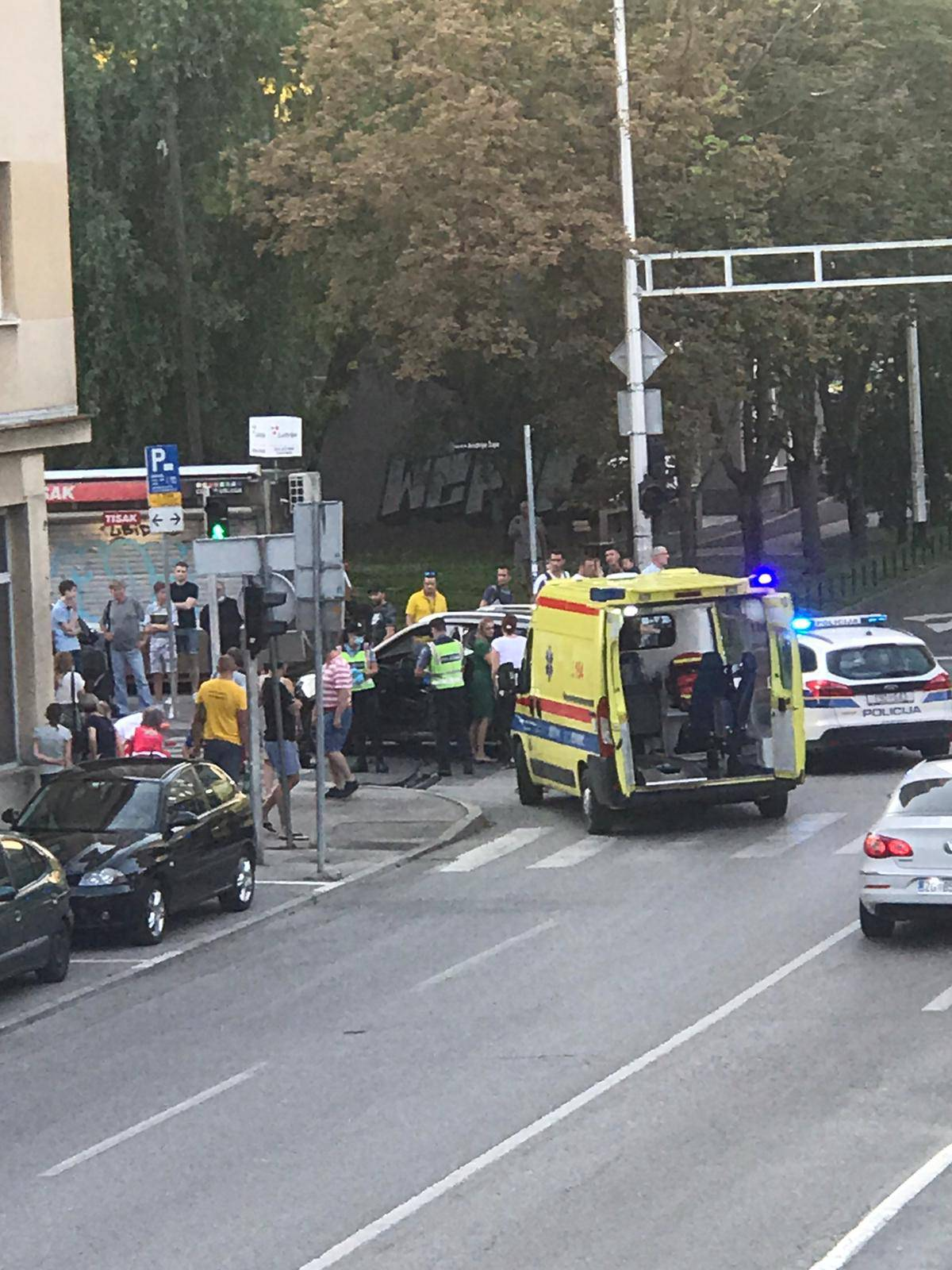 Nesreća na Trešnjevci, ozlijeđen čovjek: 'Ležao je na tlu i jaukao'