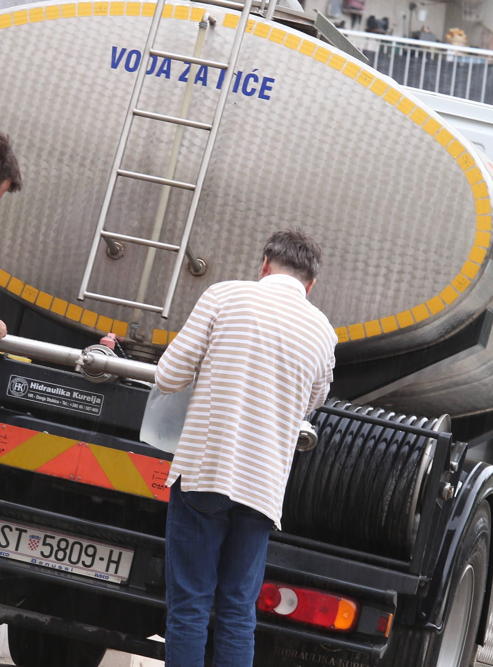 Split: Zbog zamućenosti izvora rijeke Jadro građani se opskrbljuju pitkom vodom