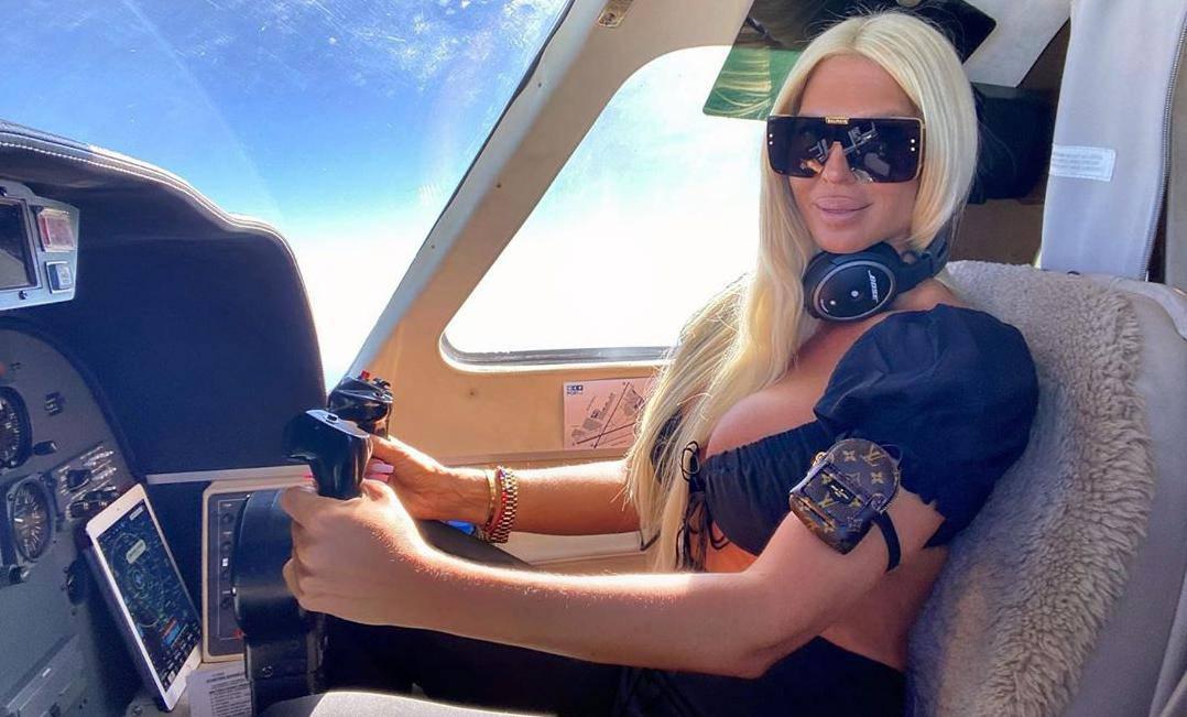 Karleuša je vozila privatni avion pa su je usporedili s Putinom...