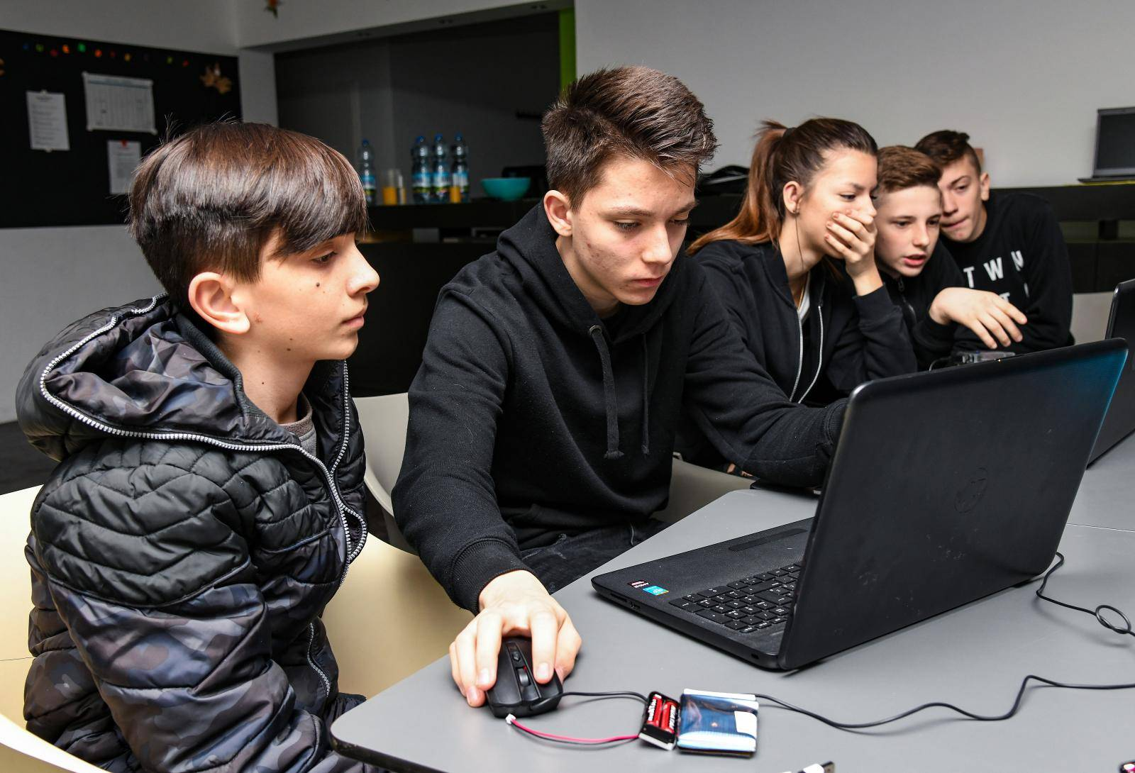 'Klinci' iz Lekenika naučili su Austrijance kako se programira