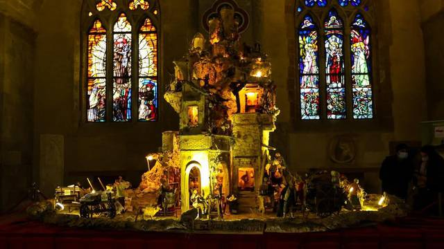 A large nativity scene whose base is also made of pizza to celebrate Christmas in the Basilica of Santa Chiara
