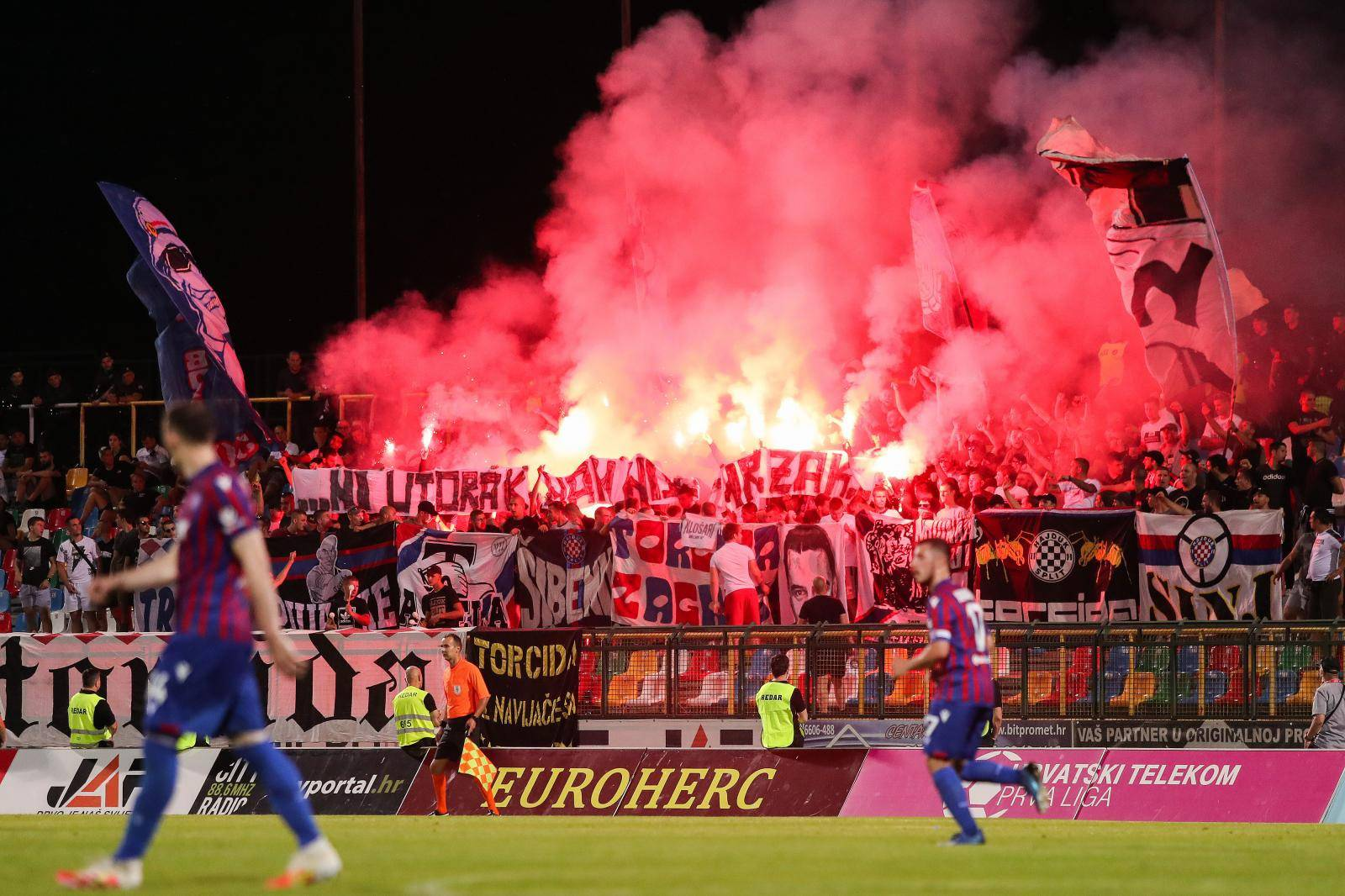 Velika Gorica: Bakljada Torcide na utakmici između Gorice i Hajduka