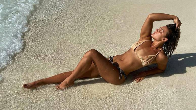 Sandra Perković fotkom s plaže u bikiniju zapalila Instagram, fanovi: 'Brončana ljepotica!'