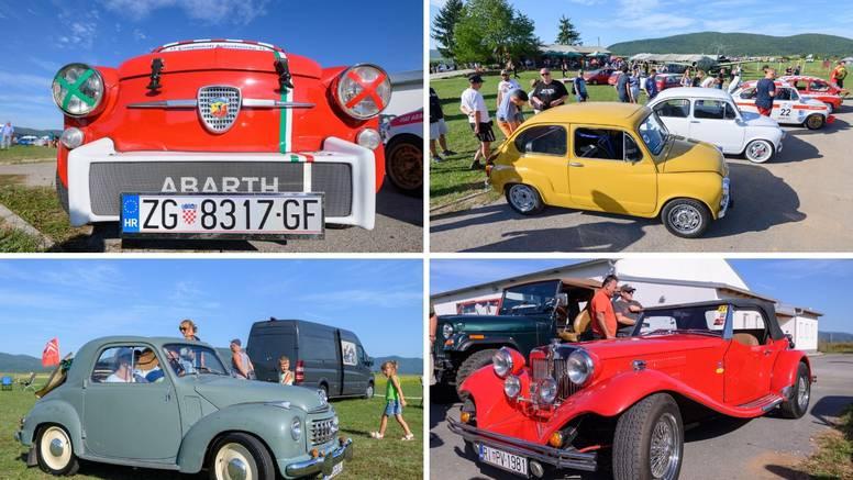 150 oldtimera privuklo pažnju u Otočcu: Najstariji registrirani auto - Oakland Blue Six iz 1925.