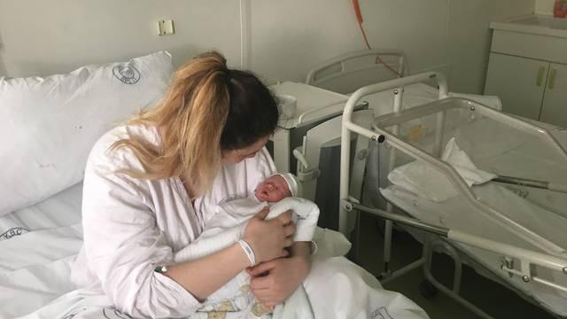 Beba se rodila u helikopteru iznad Brača: 'Sve je išlo brzo'