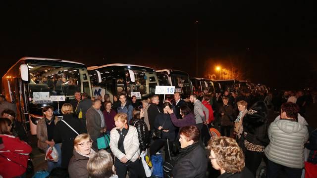 Oko 2300 članova HDZ-a Karlovačke županije večeras je krenulo na hodočašće u Međugorje