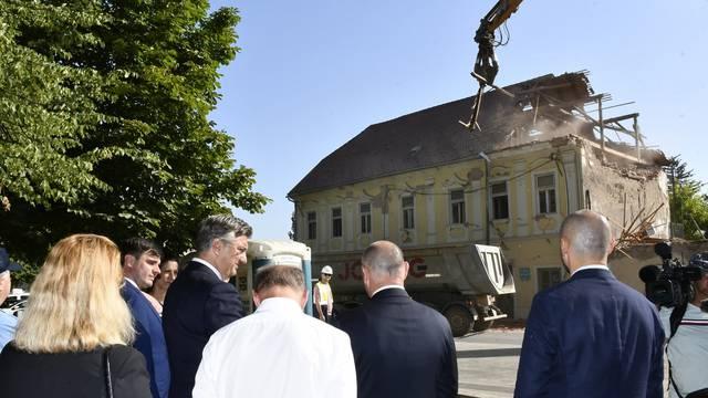 Andrej Plenković i Tomo Medved prisustvovali uklanjanju ruševina u centru Petrinje