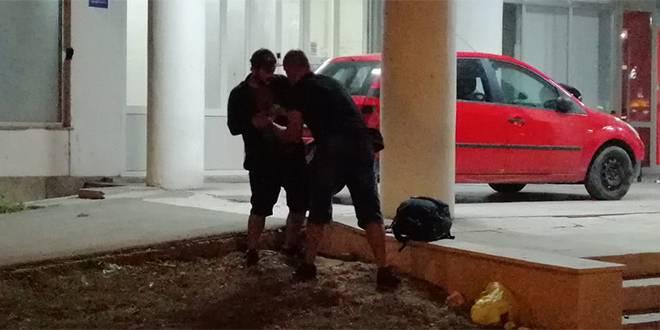 Video s ulica Splita: Policajac u civilu pretresao je 'partijanera'