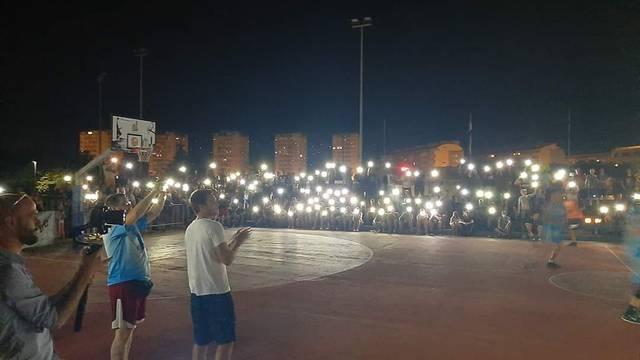 Mobiteli zamijenili reflektore u Zadru: 'I bez struje i bez vode'...