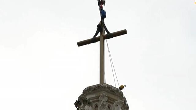 Video: Alpinisti postavili novi križ na južni toranj Katedrale