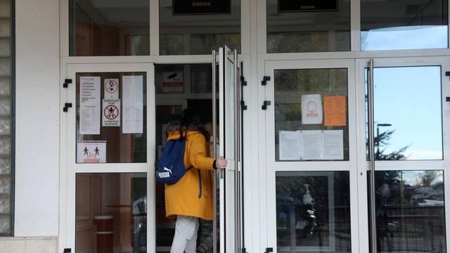 Srednjoškolci u šibensko-kninskoj županiji prelaze na online nastavu