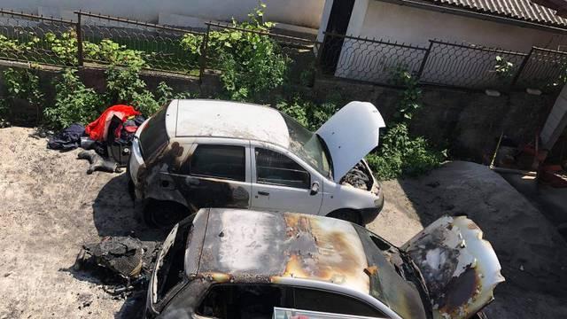 Istražni zatvor mladiću koji je zapalio tri automobila u Slatini