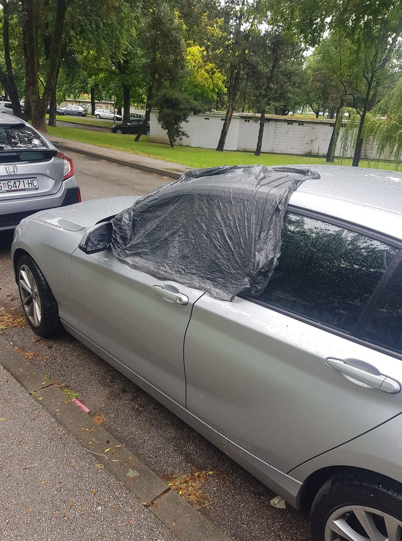 Ostavio otvoren prozor od auta na kiši, a prolaznik ga pokrio: 'Kapa do poda, tko god da je!'