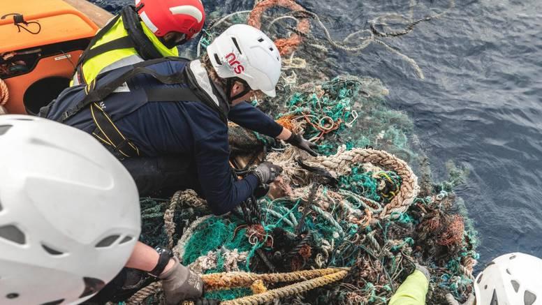 Plastike toliko ima u Tihom oceanu da se vidi i iz svemira