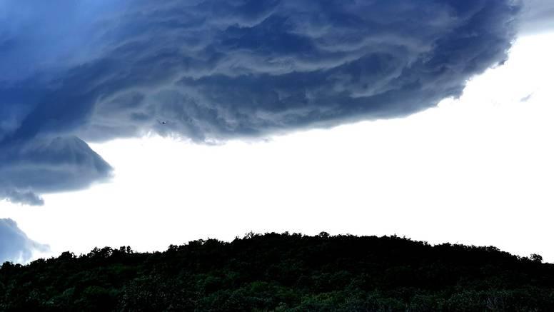 Veliko nevrijeme u središnjoj Istri: 'Ljudi, evo ga tornado'