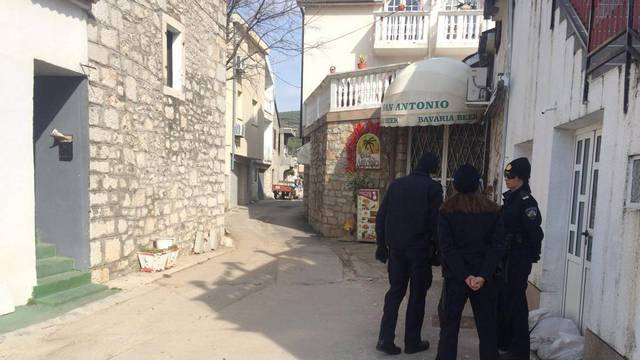 Drama u Tribunju: Mišina bivša i partner se zaključali u lokalu