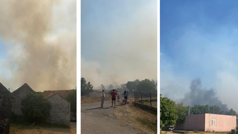 Požar kod Sinja: Izgorjele dvije kuće, a dvoje ljudi evakuirano