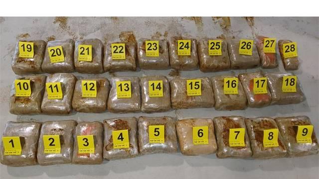 U blizini Cavtata: U vozilu na granici našli 40 kila marihuane