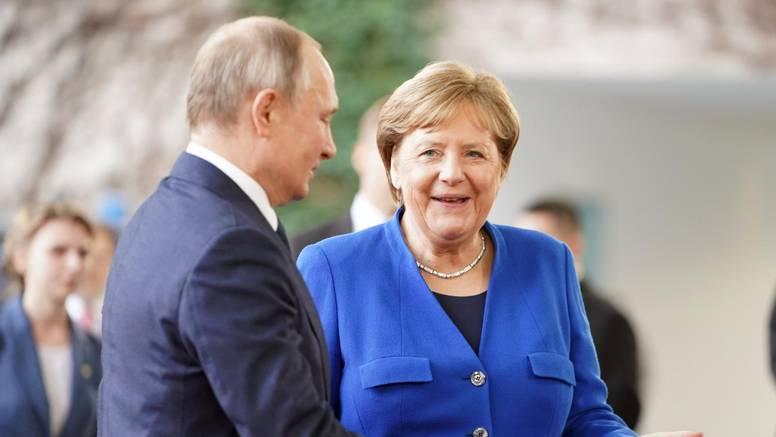 Merkel se sastaje s Putinom na godišnjicu napada na Navaljnog