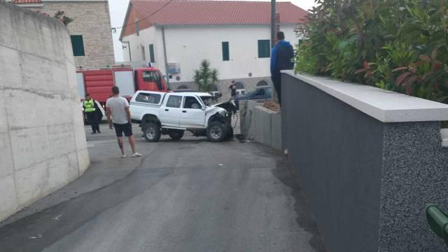 Nesreća u Podstrani: Zabio se autom u zid, završio u bolnici