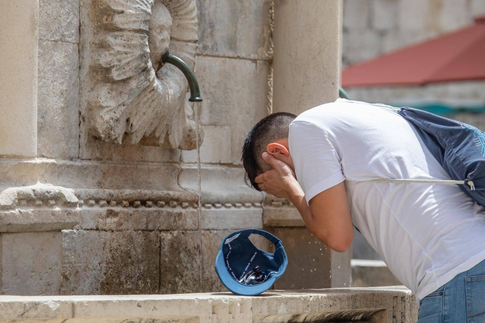 Prvi dan ljeta u Dubrovniku obilježen je sparinom