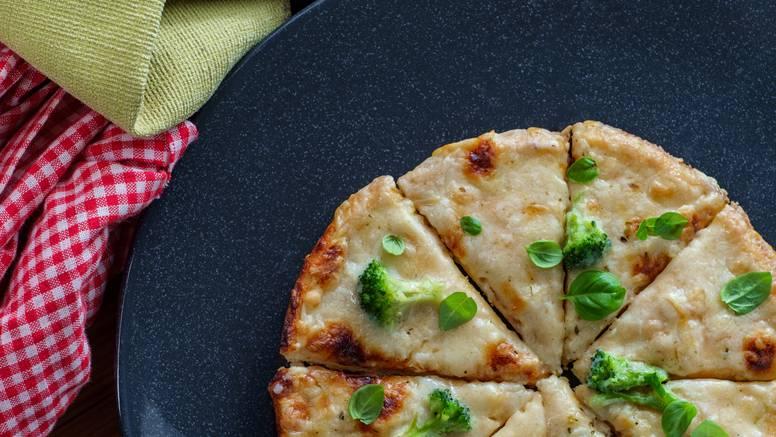 Napravite ukusnu bijelu pizzu sa samo nekoliko sastojaka